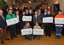 Gewinner der Preisgelder, Hauptsponsoren und Vertreter der Lions-Clubs bei der Gewinnübergabe.